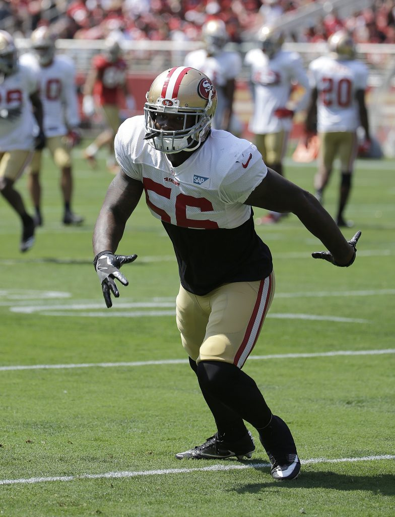 49ers linebacker Reuben Foster warms up before practice