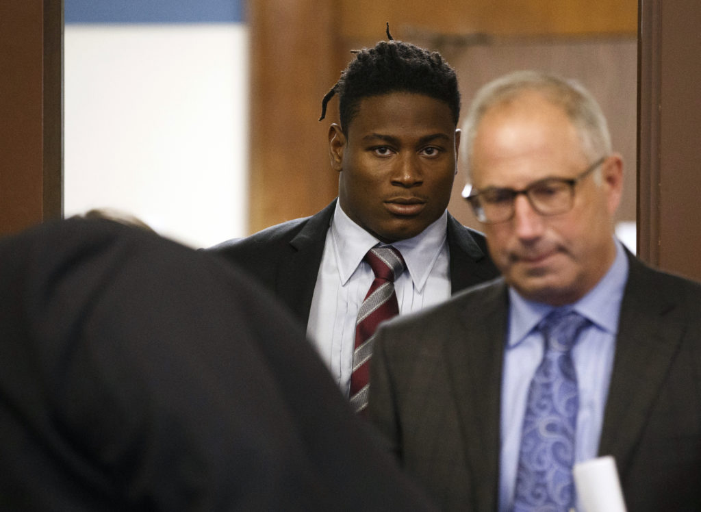 Misdemeanor ammo charge dropped against Reuben Foster, felonies remain