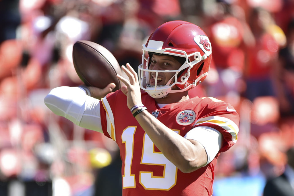 Mahomes throws 3 TD passes as Chiefs beat 49ers
